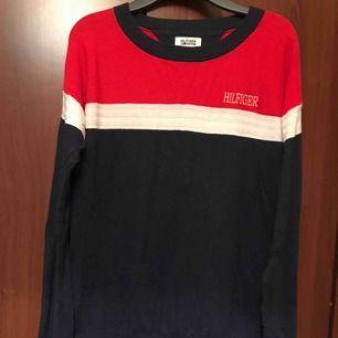 Jätte fin Tommy tröja i storlek xs