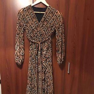Jätte fin lång klänning oanvänd i storlek s,m