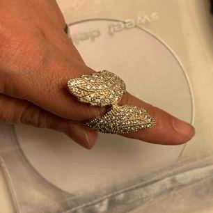 Oanvänd silver kraftig ring osäkert på storlek men tror 17