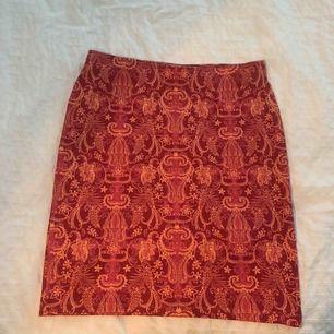 Snygg tight kjol från Kappahl. Knappt använd.