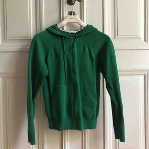 HELT NY! Superfin grön stickad hoodie från Kari Traa. Passar S & M. 💚💚💚  Ord pris: 400kr