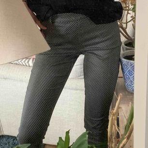 Kostymbyxa från H&M aldrig använda då dom är lite stora med skiiitsnygga 😻