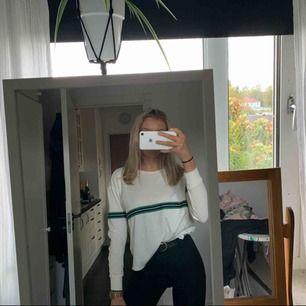 Grön/vit/svart tröja ifrån Bikbok, använd en gång