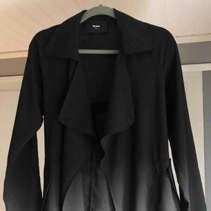 Sparsamt använd trendig kappa från bikbok, storlek xs