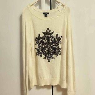 Vit mysig stickad tröja till vinter/jul!!