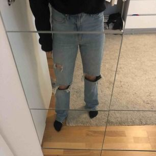 De populära och super snygga jeansen från zara. Tycker själv de är as snygga i perfekt längd men dessvärre är de för stora för mig.