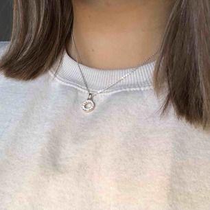 Sött halsband från SNÖ of Sweden. Köptes för ca 300 kr. Kom med ett prisförslag på det med frakt på 9 kr inkluderat⚡️