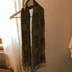 En snygg scarf som kan användas både som kjol och snygg topp! 😘