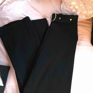 Kostymbyxor storlek XS Aldrig använda. Sitter sjukt snyggt.  Kan skicka fler bilder.  Möts i Helsingborg eller skickas, köpare står för frakt.