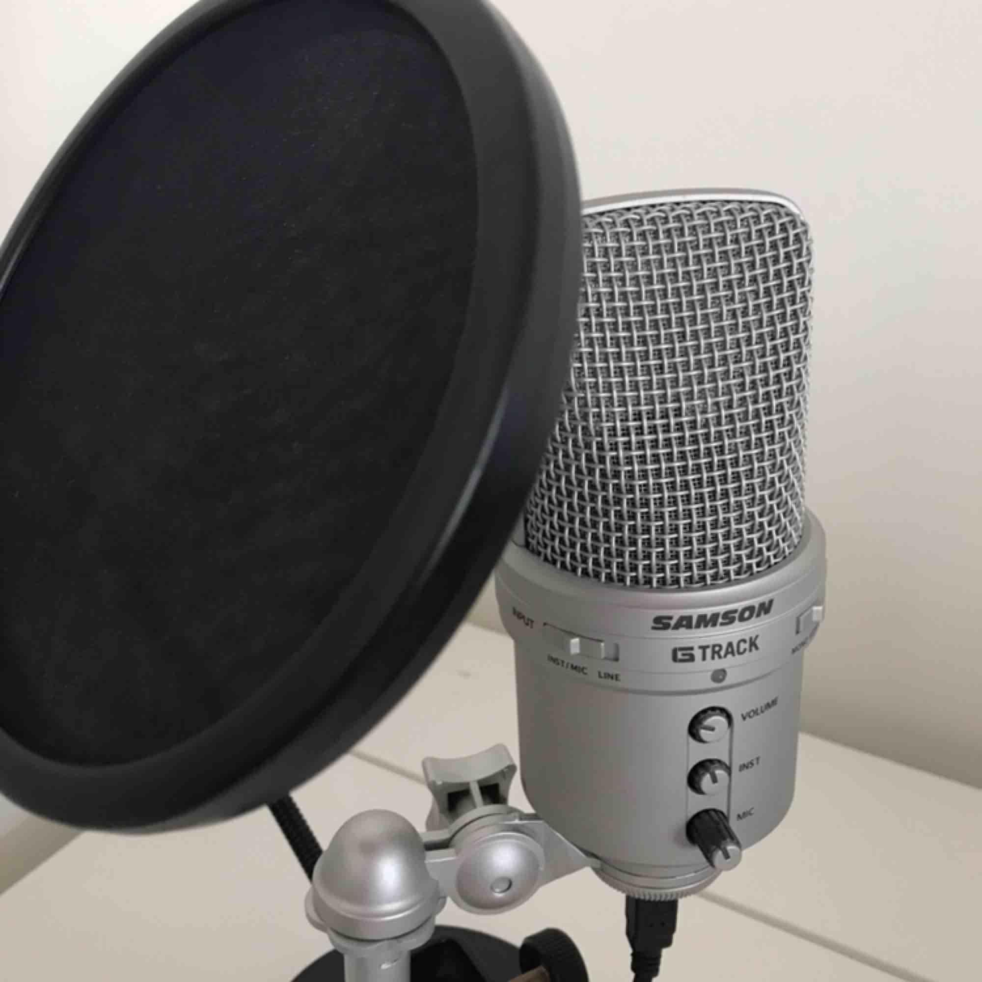 Mikrofon som använts en gång! Köpt för ca 1300, så priset är vääääligt bra, du kopplar in den med USB i datorn sen är de bara att köra🥰🥰 Frakt tillkommer!! Elller så möts jag i Västerås . Övrigt.