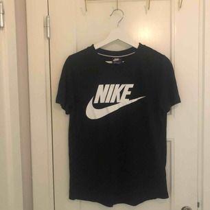 T-shirt från Nike. Använd någon enstaka gång så i fint skick❣️