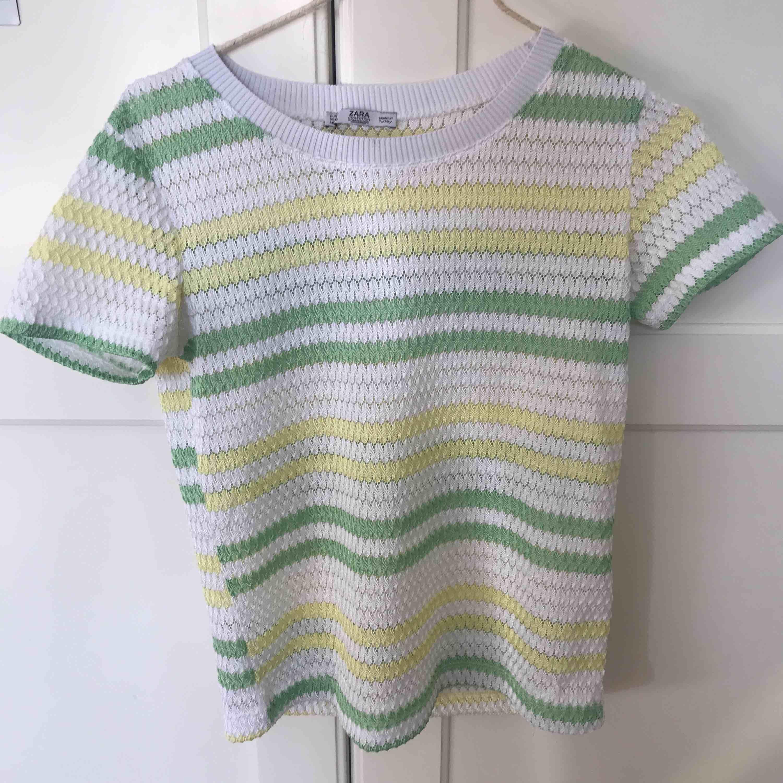 jättesöt ish-genomskinlig tröja från zara. Nyskick, säljes pga för mycket kläder i garderoben.. Toppar.