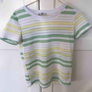 jättesöt ish-genomskinlig tröja från zara. Nyskick, säljes pga för mycket kläder i garderoben.