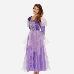 supersöt rapunzel klänning från partykungen, använd en gång! perfekt till halloween!! märkt onesize men passar bäst på en xs-m! nypris 299kr. gratis frakt!! 💜 jag har knutit upp yttersta tyget, går att ta ner som på första bilden!