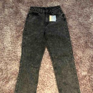 Helt nya skitsnygga jeans från Missguided! Aldrig använda, prislapp kvar.