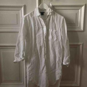 Vit linneskjorta från Lindex. Kan mötas upp i Gbg, annars tillkommer frakt✨
