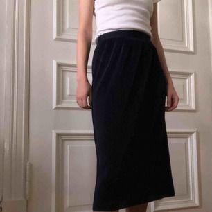 Marinblå kjol. Kan mötas upp i Gbg, annars tillkommer frakt✨