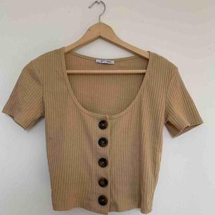 Zara Trafic ljusbrun tröja i st S. Använd 3 gånger, väldigt bra skick.