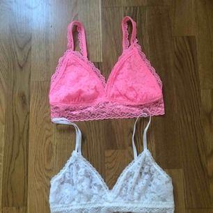 Två spetstoppar, den rosa i storlek M och den vita i storlek 38. En för 20 :- eller båda för 30 :-❣️