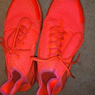 Använda en gång. Nike huaraches neon rosa