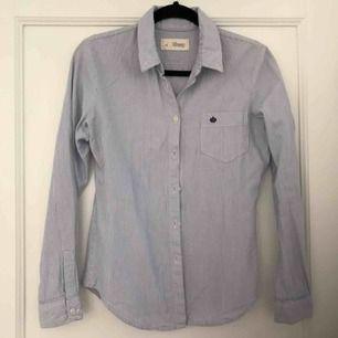Blå-vitrandig skjorta, knappt använd!