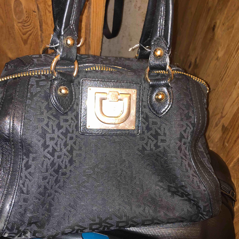 Använd väska, har även matchande plånbok.. Väskor.