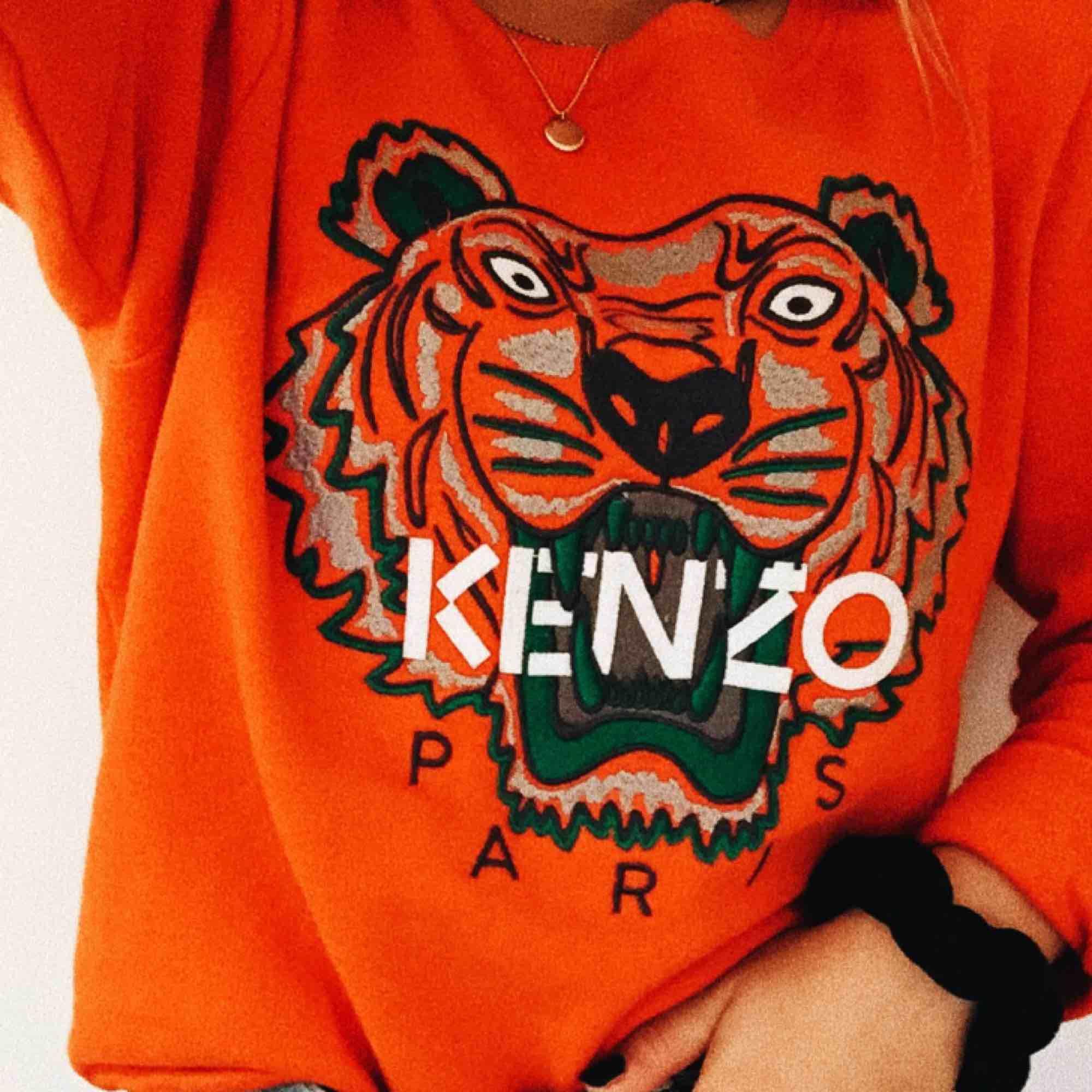 Äkta kenzo tröja, knappt använd. Passar mig som är XS/S.. Tröjor & Koftor.