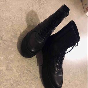 Skor från Vagabond, inköpta förra året, nypris 800kr. Använda en gång. Skorna är fodrade. Strl 38.