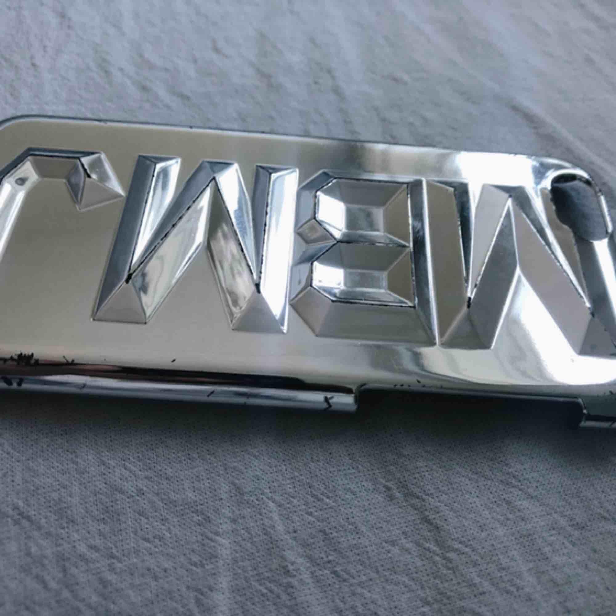 Jättesnyggt iPhone 6 ska från Marc by marc Jacobs i silver. Accessoarer.
