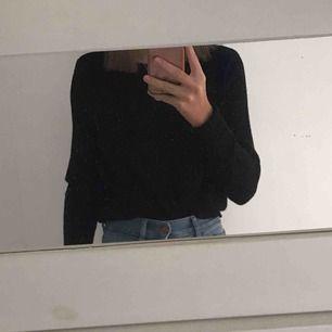 svart stickad tröja från h&m, superskön! inte alls stickig Använd ett fåtal gånger men bra kvalitet gratis frakt