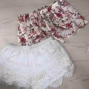 Tvåpack somriga shorts, vita i storlek XS och blommiga i S. Men skulle säga de är ungefär likadana i storleken.