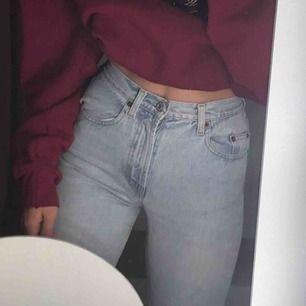 Skitsnygga jeans som är lite mer momjeans än skinny men inte jättepösiga! Säljer pga lite små för mig, köpare betalar frakt