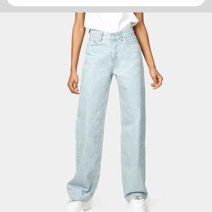 Ett par skitsnygga jeans från junkyard i wide leg, nyligen köpta, använda ca 2 ggr, sitter väldigt bra😍 priset + frakt