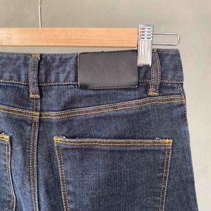 """Jeans från Whyred i extremt bra skick, knappt använda. Stretchiga men av """"ordentligt"""" jeanstyg. Köparen står för frakt 📦 tar swish 💕"""