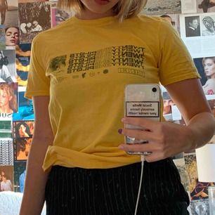 trench tshirt aldrig använd<3