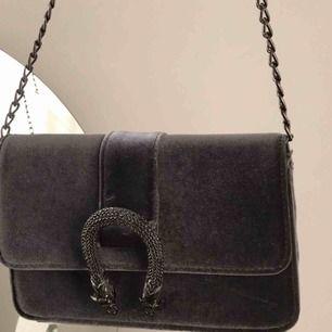 Sparsamt använd väska ifrån Gina Tricot🐚🦋✨ Kan mötas upp i Sthlm 🧚🏻♂️