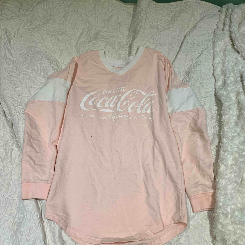 Coca cola långärmad tröja köpt i USA. Tröjor & Koftor.