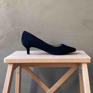 """Helt oanvända skor med trendig taxklack från H&M i """"päls"""". Frakt betalas av köparen 📦 tar swish 💕"""