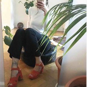 Asfina vagabond-sandaletter i mocka!!! Fin höstig orange färg 🧡🍁🍂 Använda en kväll, SÅÅ bekväma, funkar hur bra som helst att gå i, dansa i osv 🤠 köparen står för frakt!