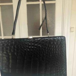 Cool väska, ormskinn imitation. Köpt för 300kr! Pris 80kr+ frakt 💘