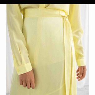 Snygg oanvänd kjol i stl XS