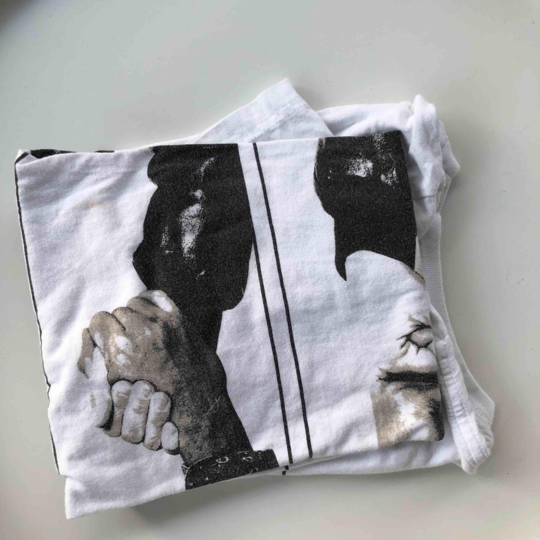 Snygg och Cool och organisk T-Shirt. Passar även S. Fraktar💞. T-shirts.