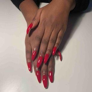 Jag gör nagelförlängning i Sundbyberg, jag har 6 månaders erfarenhet och gör naglar för ett rimligt pris. Skriv ett meddelande för info & bokning, ni kan även kolla min instagram för mer bilder och info @naglarbyalexx