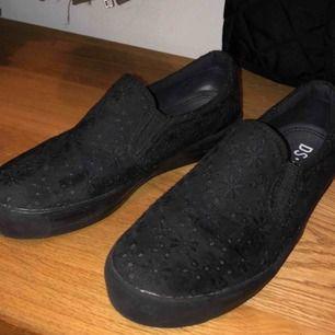 Fina skor som jag fick i present men som tyvärr är lite för stora och därav inte har använts mer än 2-3 gånger. Kan stå för frakten vid snabb affär ✌🏻