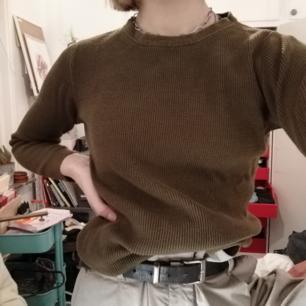 En grön långärmad, stickad tröja från Lindex. Den är knappt använd och i mycket bra skick. Säljer då den inte är min stil. 💚