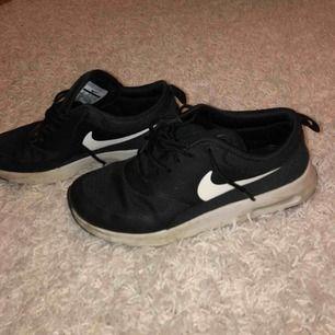 Nike skor använda ett par gånger