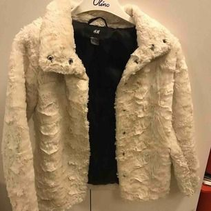 Fluffig varm & mysig jacka från H&M