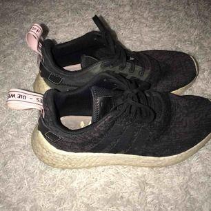Snygga Nmd skor (äkta)  Knappt använda. Kan mötas upp i uppsala, annars står köparen för frakt✨✨