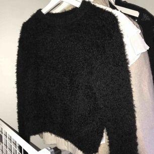 Fluffig och skön tröja, kan mötas upp i uppsala och annars står köpare för frakt☺️