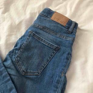 Jeans från gina som inte kommit till nån användning ( köparen står för frakten)